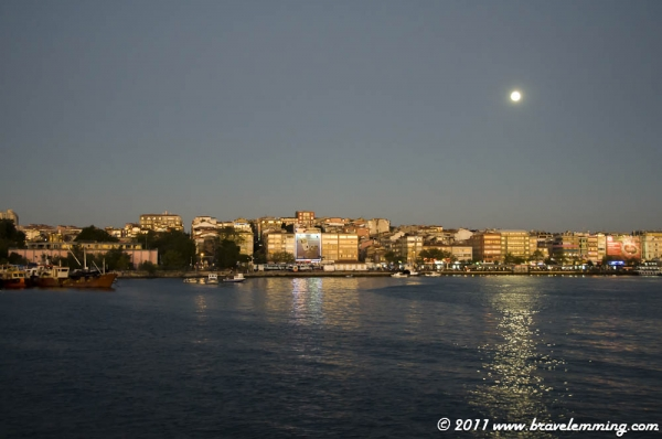 The moon over Kadıköy